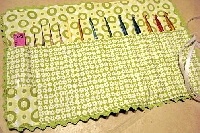 Swap-bot swap: Crochet Hook Holder/Crayon Roll (US)